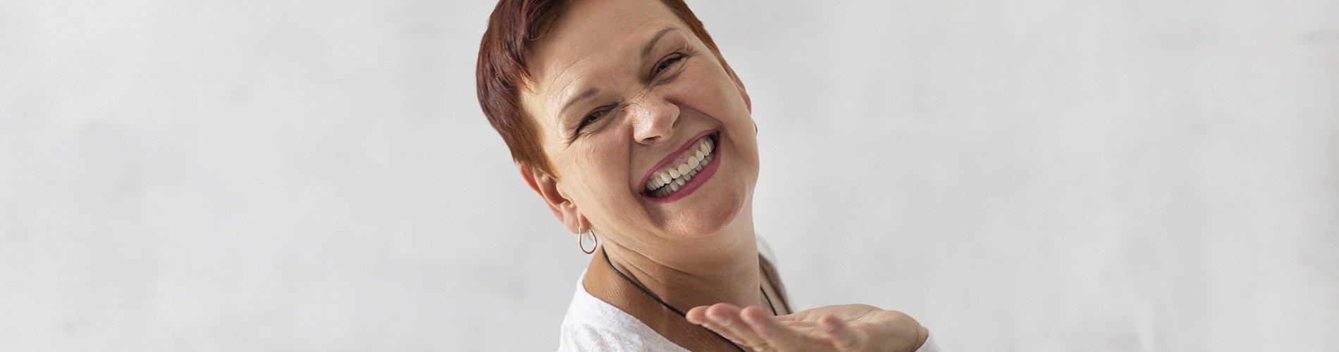 Cómo afecta la menopausia a la salud dental